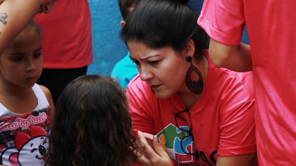 Ayuda material y voluntariado en Projetos Amigos das Crianças; Sao Paulo, Brasil