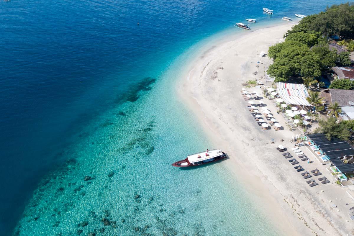 labasuranodalikes islas gili playa dron-0597